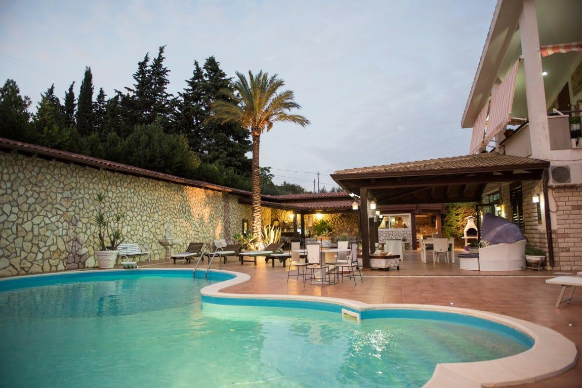 Esclusiva villa con piscina e jacuzzi