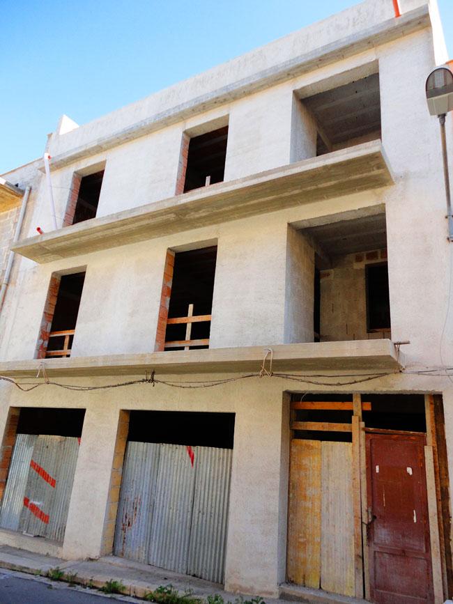 Intero edificio allo stato grezzo